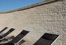 Seghettato / COD RSH Lastre rettangolari cesellate con martello e scalpello. Può essere utilizzato per interni ed esterni, rendendo le pareti più eleganti e armoniose. È un prodotto antigelivo e ad alta resistenza. Scheda Tecnica: http://www.pietraprimiceri.it/images/docs/scheda_tecnica_seghettato.pdf