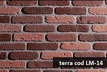 Listello / COD LM È simile ai vecchi mattoni fatti a mano che servivano per costruire in passato antichi edifici e case rurali. Viene fornito in due colorazioni: terra, ocra e con varie stonalizzazioni. Può essere utilizzato per interni ed esterni rendendo le pareti rivestite molto esclusive. E' un prodotto antigelivo e ad alta resistenza. Scheda Tecnica: http://www.pietraprimiceri.it/images/docs/listello_scheda.pdf