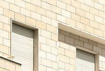 Ardesia / COD RA40 Un rivestimento tipo ardesia, può essere applicato su superfici esterne ed interne, e può anche essere usato per rivestire aiuole, zoccolature o intere facciate. E' disponibile in diverse colorazioni. E' un prodotto antigelivo ad alta resistenza.Sheda Ten