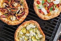 Pizza Recipes / Nothing beats a good slice of pie! With multiple recipes, pizza is a meal that never gets old. / by Team Rachael