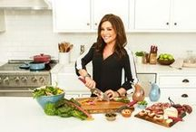 2014 Gift Guide: Perfect Picks for Every Cook / Need last-minute gift inspiration? Check out some of our favorites from Rachael Ray's entire collection. From pots and pans to cookbooks and spices, there's something for everyone! / by Team Rachael