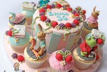 Gateaux avec cupcakes or Cake with Cupcakes