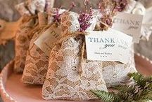Wedding Favor Ideas / Wedding favor deas for unique and festive take-home gifts.  Find everything from elegant and chic to casual and downright rustic.