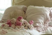 ~ The Rose Cottage ~ / Charming cottage garden décor emits a warm and cozy atmosphere, stop by and enjoy!
