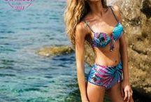 The Hottest Swimsuit of 2014 / Vuoi scoprire qual è la top selection dei costumi da bagno più belli di questa stagione? The Hottest Swimsuit of 2014 è il web contest che stavi aspettando! Scegli sulla pagina FB di Stylosophy il miglior costume fra bikini, intero, fuori acqua e uomo.