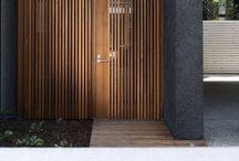 DOOR TO DOOR / Make an entrance.