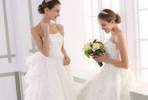 Aラインドレス / Aラインウェディングドレスは腰のラインがすっきりとした感じになり、スタイルが引き締まって見え、エレガントな印象を与えます。