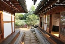 tteuranchae Hanokstay @Samcheongdong / This place is located in the very center of Bukchon and Samcheongdong Inwangsan, gahoedong landscape comes at a glance.