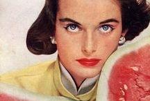 erwin blumenfeld / Erwin Blumenfeld (1897–1969) foi um fotógrafo alemão conhecido pela fotografia de moda publicada na Vogue e Harper's Bazaar entre 1940 e 1950. Produziu também retratos de celebridades, fotografias em preto e branco,desenhos e colagens dadaístas.