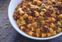 Zuppe, minestre e vellutate / La semplicità e il calore di queste ricette per un autunno saporito e un caldo e rustico inverno!