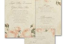 Vintage Wedding Theme / Great inspirations for planning a vintage wedding theme - from your bouquet, cake, flowers & decorations to vintage wedding invitations - www.PrintedCreationsWeddingStore.com. #vintagewedding