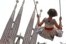 Barcelona by the great photographers / City stories told by the great masters of photography.