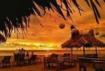Bamboo Cafe Pangandaran / Bamboo cafe Pangandaran adalah cafe terfavorit di Pantai Pangandaran yang menyuguhkan live music, catering, seafood enak dan murah serta WIFI GRATIS.