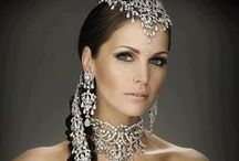 Diamonds, the whites and lights / elajoyas. Diamonds are women best friends. White fashion style, interior design, moments, lights .... / by Gabriela Basso