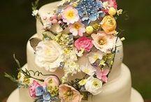 MEADOW WILD FLOWERS / A gorgeous wedding themed around a meadow of wild flowers