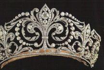 Amo Jewelry - Amo ser conquistada por uma / Olhar uma joia .....sentir  somente  ela no corpo ...e assim com esse impulso que se deve ter uma  joia....... Ela e sedutora.... ....Segura....  bonita brilhante ...essa e magia do valor da joia .... / by Nazareth Amaral