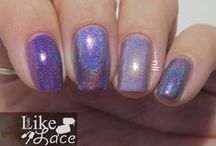 Holographics & Glitters / Manicures and swatches using holographic polishes.