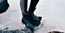 De trend van dit seizoen: biker boots  (L) / De biker boots zijn stoer, comfortabel en helemaal winterproof. Niet gek dus dat we dit seizoen niet om deze stoere laarzen heen kunnen. Biker-boots in alle soorten en maten veroverden in no time een plek in de internationale fashionscene en zijn helemaal hot onder celebrities.