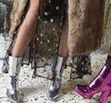 Holiday vibes / Steel de show met een paar feestelijke pumps met bijpassende tas en accessoires.