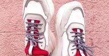 Witte sneakers ♥ / Witte sneakers zijn HOT. Shop de áller mooiste witte sneakers bij Sacha en steel de show!