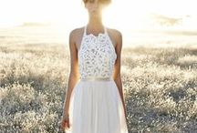 10 Perfect Wedding Gowns for a Wedding Abroad