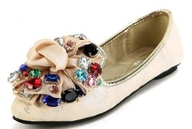 Flat Pumps / flats, mary jane shoes, ballet shoes, boat shoes, flat shoes, ballerina shoes, ballet pumps, flats shoes, black flats, flat wedding shoes, wedding flats, leopard flats, red flats, ballerina flats, flat shoes for women, peep toe flats, cute flats / by Weenfashion.com