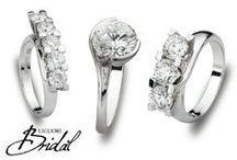 """Bridal / La Collezione Bridal è il must della gioielleria, la promessa d'amore per eccellenza.  Fidanzamento, matrimonio, nascita di un figlio, anniversario o semplicemente per dire """"ti amo"""".  Con la collezione Bridal Liguori interpreta, attraverso l'eccellenza delle lavorazioni e l'alta qualità delle pietre preziose, i gioielli simbolo dei momenti più importanti della vita."""