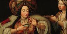 Kahve Molası | Coffee Break / Suna ve İnan Kıraç Vakfı Koleksiyonlarından yapılan bu seçki, kahve etrafında şekillenen çeşitli rutinleri, ritüelleri, ilişkileri ve kamusal alan, toplumsal rol, ekonomi gibi modernizmle bağdaştırılan kavramları, kahve kültürü ve bu kültürün gelişmesine katkıda bulunan Kütahya seramik üretimi ekseninde inceliyor.