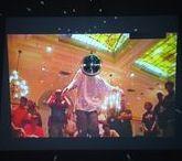 Bu Bir Aşk Şarkısı Değil | This is Not a Love Song / Pera Müzesi, video sanatının pop müzik ile ilişkisini ele alan ve aralarındaki etkileşimlere odaklanan Bu Bir Aşk Şarkısı Değil: Video Sanatı ve Pop Müzik İlişkisi başlıklı bir sergi sunuyor. | Pera Museum presents an exhibition titled This is Not a Love Song: Video Art and Pop Music Crossovers, which traces the genealogy of the relations between video art and pop music.