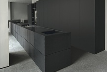CRIB /// DARK BUT CHIC + / HOMES WITH A DRAKER FEEL