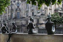 Galeria / Artistas famosos e anônimos que nos alegram e encantam com sua arte.