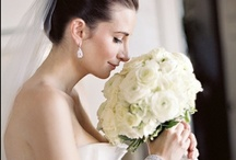 White Wedding Flower Inspiration: Belle Fiori Florist / It's always a nice day for a white wedding! A white color palette is always classic and beautiful. Belle Fiori designs white wedding flowers in Milwaukee Wisconsin. More information on wedding consultations here: http://bit.ly/2xo4FCc