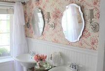 Bathroom / by Mónica LR