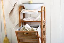 Bathroom Organization / Keep your bathroom organized with these tips and tricks to maximize your bathrooms organization.