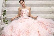 Abiye / Nişan Kıyafetleri / Nişanın, kardeşinin ya da arkadaşının düğünü için ilham alacağını birbirinden şık elbiseler burada! / by dugun.com