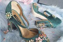 .Schuhe. / Hier findest du ausgefallene Schuhe und alle die mich selbst inspirieren und gefallen. Hoffe du findest hier auch Schuhe die dir gefallen.