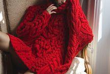.Red. / Rot ist unwiderstehlich .... ein roter Farb Tupfer reicht und dein Outfit bekommt das besondere i Tüpfelchen.