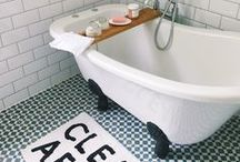 [ HOME DECOR ] Bathroom / Discover our favorite bathroom decor ideas | Subway tiles, clawfoot tubs, frameless showers, vintage bathrooms, and more.
