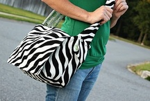 DIY Diaper Bags / Always looking for a cute diaper bag to make!  These are all great tutorials for different styles and techniques.