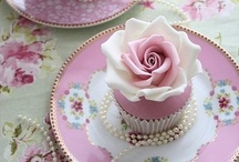 Vintage Wedding Cakes & Cupcakes / Loving these unique vintage wedding cakes and cupcakes! For wedding flower inspiration, visit us at www.signaturebloom.com | florist in San Jose, CA 95121 | Please note that images on this board are owned by their original owners, you can view the source by clicking on the picture twice.