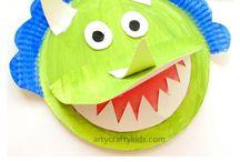 Dinosaur activities and crafts / Roar! Dinosaur sensory play, dinosaur crafts, activities and fun things to do.
