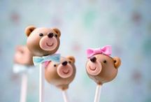 Cakepops and macarons