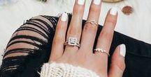 Dainty Details / Dainty details // dainty jewelry // dainty necklace // minimal jewelry // minimal style