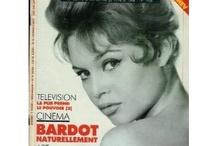 Brigitte Bardot / L'un de ces magazines vous intéresse ? Pour en savoir plus, cliquez dessus. Deux fois.