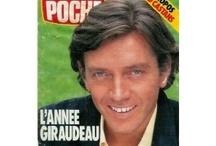 Bernard Giraudeau / L'un de ces magazines vous intéresse ? Pour en savoir plus, cliquez dessus. Deux fois.