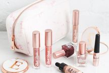 New Look | Beauty / Our beauty range has it all: makeup bags, brushes, lip gloss, highlighters, nail varnish and much more.