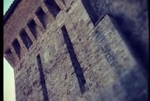 Donjons / Over donjons, ofwel grote kasteeltorens. Ook wel refugium, vluchttoren of bergfried. Interesse wegens mij betrokkenheid bij reconstructie donjon in Nijmegen. Zie www.donjon.nu