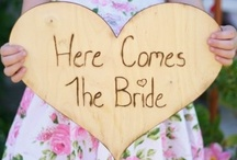 Here Comes the Bride! / #herecomesthebride #weddingsigns