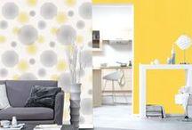 Energie Design / Les lignes fluides et dynamiques tracent une trajectoire moderne et audacieuse, suggérant le stylisme architectural des grands noms du design. Minimalistes, les tons gris, blancs, noirs, se mêlent à une panoplie lumineuse et éloquente de jaunes énergiques. Les combinaisons de motifs géométriques aux effets d'optique offrent une perspective futuriste de la décoration.