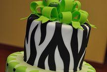 Wow Cakes / by Roxanna Ponton